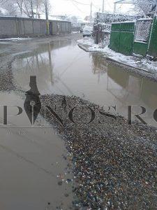 Imagini de toată jalea cu străzi pline de apă și de gropi in barlad