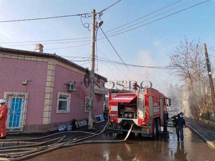 Un mare necaz s-a abătut pe capul unui patron bârlădean- focul i-a distrus afacerea