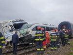 accident de tren cu un camion la Roșiești