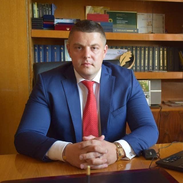 """Pandemia nu se combate prin instaurarea dictaturii și distrugerea capitalului autohton!"""" este părerea deputatului Eduard Popica"""