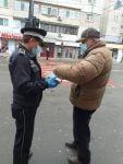 De Ziua Mondială a Sănătății , polițiștii locali bârlădeni au distribuit gratuit măști medicale