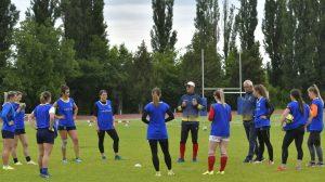 Tradiția sportului cu balonul oval dusă mai departe de două adolescente din Bârlad